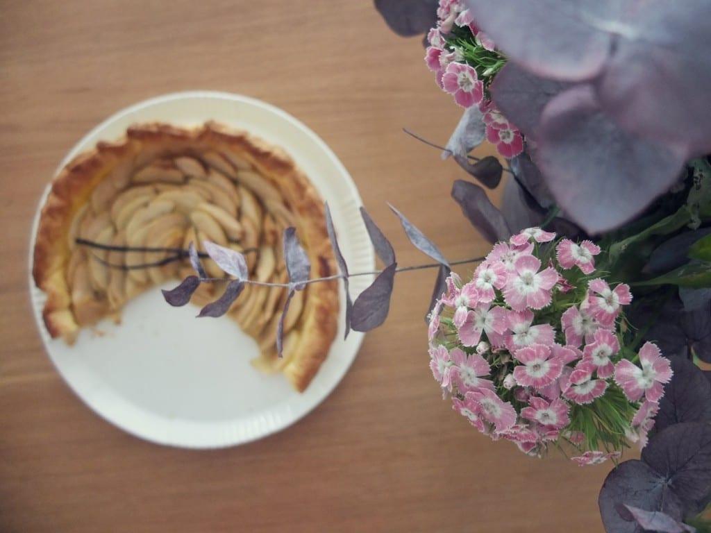 fleurs et tarte pommes